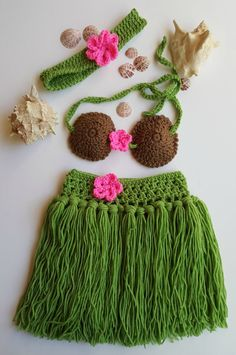 Hula girl outfit - Girls Hula Skirt - Hula skirt - Baby Hula Skirt - Newborn Crochet Outfit - Babys First Pictures - Hawaiian Hula Girl Purchase our adorable hula baby skirt, headband and coconut top set for sweet photos of babys arrival. A perfect gift for the new mom as she welcomes her little darling into the world. Our handcrafted hula girl set includes a beautiful grass skirt, crocheted top and baby headband and perfectly compliment a Hawaiian theme. Each piece is gently made using soft…