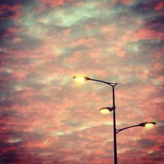 Coucher de soleil lillois #lille #hautsdefrance #sunset #lampadaire #light #night #ciel #nuages #coucherdesoleil