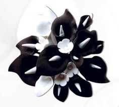 Black and white calla lily sugarpaste flower arrangement Caljavaonline.com