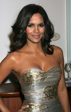 Halle Berrys long layered hairstyle