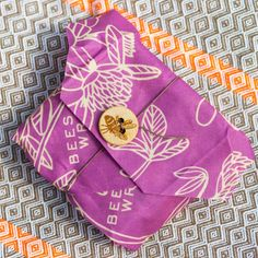 The beeswax sandwich wrap is an eco friendly alternative to foil and clingfilm for wrapping up sandwiches, rolls and wraps. Shop The Wise House - making it easier to be eco.