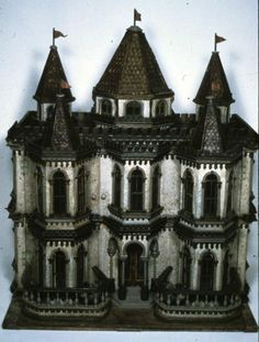 Gothic dollhouse. (I can't believe I repin a dollhouse .... lol) Isn't that little gothic dollhouse absolutely lovely ? ♥