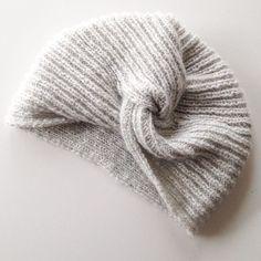 Avez-vous vu le Joli Turban dont nous vous proposons le tuto avec @monjolitricot ? Pour tenter de gagner la laine de votre choix pour le tricoter, rendez-vous sur la photo précédente ! Pour ma part, je file à CSF dénicher des merveilles. Bonne journée à tous ! #joliturban #woolstories #inthewoolforlove