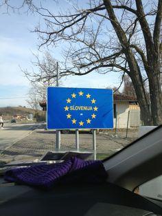 Savinjska regija ima izjemno strateško lego. Umeščena je v središče Slovenije, skoznjo potekajo pomembne mednarodne cestne in železniške povezave.
