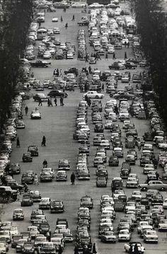 Photo Pierre Belzeaux, Boulevard parisien, circa 1960.