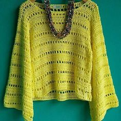 lady chique (@cristinachiquecroche) • Фото и видео в Instagram Crochet Top Outfit, Crochet Jacket, Crochet Cardigan, Crochet Clothes, Knitting Patterns, Crochet Patterns, Crochet Bear, Crochet Fashion, Mantel
