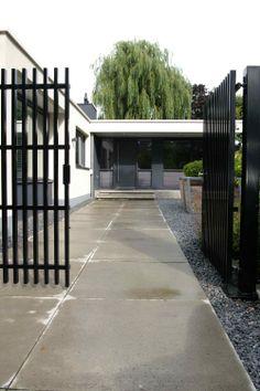 Schellevis 1.20 x 1.20 tegel. Tuin is ontworpen en aangelegd door hoveniersbedrijf van Elsäcker Tuin