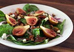 This classic spinach salad is prepared with a warm bacon dressing. Hard boiled eggs and crumbled bacon garnish this tasty salad. Fig Recipes, Bacon Recipes, Appetizer Recipes, Kosher Recipes, Jewish Recipes, Summer Recipes, Recipies, Spinach Salad Recipes, Gourmet