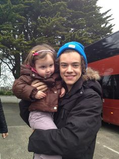 Yeah Harry almost dropped this little girl. This is still adorbs tho.