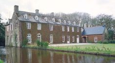 Château du Roux, Concoret Mansions, House Styles, Castle Ruins, Red Heads, Manor Houses, Villas, Mansion, Palaces, Mansion Houses