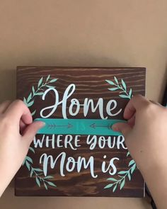This is the perfect transfer to create such a beautiful piece to give to your mom for Mother's Day! The transfer is available on the site and are reusable up to All you need is a transfer, surface, chalk paste, and a squeegee! Diy Wooden Projects, Wooden Diy, Pallet Projects Signs, Wood Projects That Sell, Wooden Gifts, Craft Projects, Chalk Crafts, Wood Crafts, Wooden Board Crafts