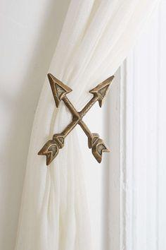 4040 Locust Crossed Arrow Curtain Tie-Back