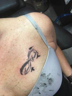 Mijn 1e tattoo. Samen gezet met mijn man. ❤️. Hij heeft het op zijn schouder laten plaatsen