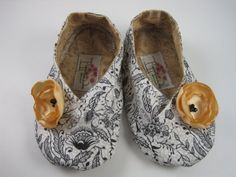 Poppy baby shoes. So adorable.