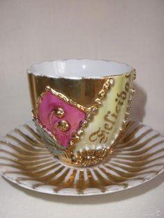 Antigüedades: JUEGO DE TAZA Y PLATO DE CAFÉ CON LEYENDA FELICIDAD EN PORCELANA DE RELIEVES ALEMANA - Foto 2 - 57310776 Tea Cups, Tableware, Mugs Set, Tea Sets, Dishes, Porcelain, Dinnerware, Teacup, Tea Cup