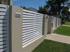 Decoration Fence Ideas - Home and Garden - Garden Art Ideas House Fence Design, Front Wall Design, House Main Gates Design, Fence Gate Design, Modern Fence Design, Slatted Fence Panels, Horizontal Slat Fence, Little House Plans, Metal Garden Gates