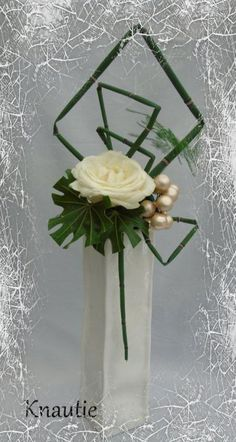 Contemporary Flower Arrangements, Tropical Floral Arrangements, White Flower Arrangements, Creative Flower Arrangements, Ikebana Flower Arrangement, Floral Centerpieces, Design Floral Moderne, Modern Floral Design, Deco Floral
