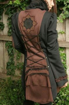 Wow, this coat is both steampunk/Victorian and New Age with that mandala! Steampunk Clothing, Steampunk Fashion, Steampunk Coat, Renaissance Clothing, Steampunk Necklace, Gothic Steampunk, Victorian Gothic, Gothic Lolita, Gothic Fashion