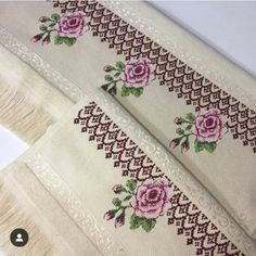 Paola Fortes's media content and analytics Embroidery Works, Vintage Embroidery, Embroidery Patterns, Cross Designs, Cross Stitch Designs, Cross Stitch Patterns, Small Cross Stitch, Cross Stitch Flowers, Cross Stitching
