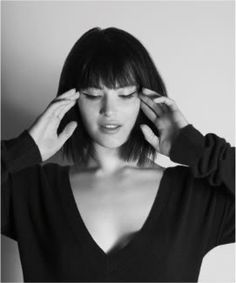 Gemma Arterton short straight hair with a full fringe, I want it but I think it would work badly on my face *sigh*
