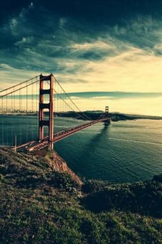 Golden Gate Bridge San Francisco, CA. Not a day goes by that I don't wish I still lived in that city. Places Around The World, Oh The Places You'll Go, Places To Travel, Places To Visit, Around The Worlds, Sf Travel, Baie De San Francisco, San Francisco California, California Dreamin'