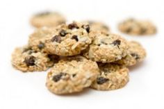 Healthy Peanut Butter Chocolate Chip Oatmeal Cookies - The Real Food Dietitians Low Sugar Cookies, Cookies Sans Gluten, Dairy Free Cookies, Gluten Free Cookie Recipes, Peanut Butter Cookie Recipe, No Bake Cookies, Real Food Recipes, Dessert Recipes, Super Cookies