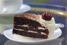 Torta Selva Negra, una receta que traspasó las fronteras de todo el mundo: http://elgour.me/1gxmSmz  #elgourmet #TuCanalDeCocina #Dulces