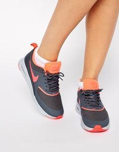 Nike - Air Max Thea - Turnschuhe in Grau und Orange