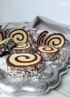 Chocolate fluted with peanut butter - HQ Recipes Coconut Desserts, Sweet Desserts, Sweet Recipes, Delicious Desserts, Cupcake Recipes, Baking Recipes, Cookie Recipes, Dessert Recipes, Brze Torte