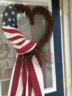 This one looks like an easy 4th of July wreath to make!