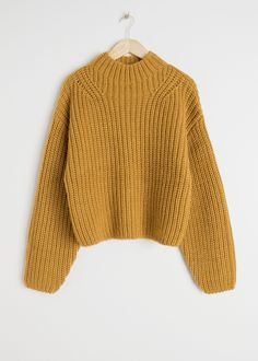 Oversized Chunky Knit Sweater - Mustard - Sweaters - & Other Stories Mustard Sweater Outfit, Mustard Jumper, Knit Sweater Outfit, Cute Sweaters, Winter Sweaters, Chunky Knit Jumper, Scandinavian Fashion, Knitting Needle Case, Outfits