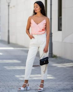 Stuck in a style rut? Let these 31 fashionable ladies inspire your wardrobe all month long. #outfits #fashion #style August Outfits, Sea Dress, Sam Edelman Heels, Free People Jacket, All Black Everything, Best Wear, Street Style Looks, Night Outfits, Fashion Forward