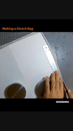 Diy Clutch, Diy Purse, Clutch Bag, Bag Patterns To Sew, Sewing Patterns, Painting Leather, Craft Videos, Leather Working, Leather Craft
