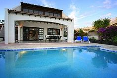 1000 per week Holiday Villa in Corralejo, Fuerteventura, Canary Islands Heated Pool, Canary Islands, Swimming Pools, Villa, Holidays, Mansions, House Styles, Beach, Outdoor Decor