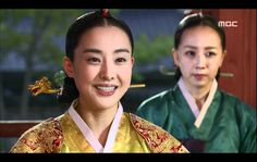 Kim So-Yi (right)  2007-2008 in Lee San, Wind of the Palace (Court Lady Kim)