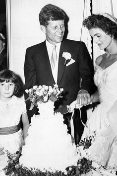 Wedding Photos of Jackie Kennedy and John F. Kennedy - Jacqueline Kennedy Wedding Dress Pictures