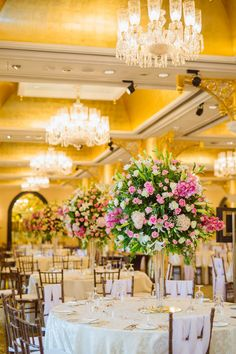 The Most Beautiful Floral Table Centrepieces for your 2019 Wedding! – The Urban Guide Simple Centerpieces, Wedding Table Centerpieces, Centrepieces, Wedding Decorations, Table Decorations, Dinner Table Set Up, Table Arrangements, Floral Arrangements, Indian Weddings