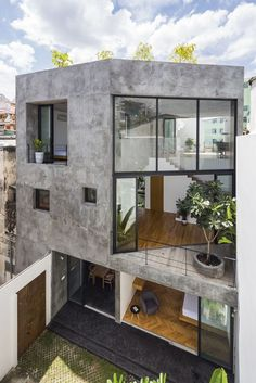 World Architecture Community News - Sanuki Daisuke Architects' multifaceted concrete house features more open spaces in Vietnam Architecture Design, System Architecture, Online Architecture, Enterprise Architecture, Paper Architecture, Concrete Architecture, Architecture Awards, Architecture Office, Futuristic Architecture