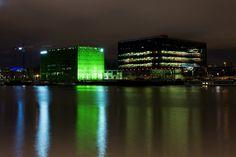 Au Sud des Docks Rambaud : Euronews et GL Events - architecte(s) : Jakob & Mac Farlane, Odile Decq (c) A.Pétrel #lyonconfluence #laconfluence #docks #euronews #glevents #saone #vert #noir #communication