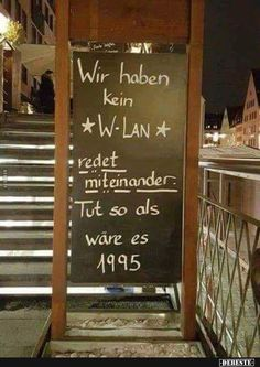 Wir haben kein W-Lan redet miteinander. Cool Pictures, Funny Pictures, Funny Quotes, Life Quotes, Facebook Humor, True Words, Happiness, Haha, About Me Blog
