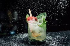 Meilleurs cocktails de Montréal Cafe Bar, Restaurant Bar, Panna Cotta, Cocktails, Ethnic Recipes, Noel, Craft Cocktails, Dulce De Leche, Cocktail