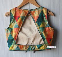 Saree Blouse Neck Designs, Simple Blouse Designs, Stylish Blouse Design, Kurta Designs, Indian Blouse Designs, Blouse Neck Patterns, Blouse Lehenga, Sari Dress, Blouse Designs Catalogue