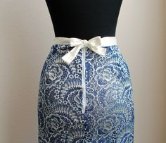 This Telio Kala Lace Navy/Gold  ticked off all the boxes I wanted when looking for fabric to make this skirt in from Fabri...