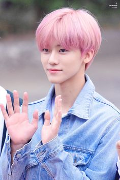 Is it just me or is he starting to look like Taeyong? Nct Dream Members, Nct U Members, K Pop, Nct 127, Nct Dream Jaemin, Daddy Long, Lucas Nct, Jeno Nct, Fandoms