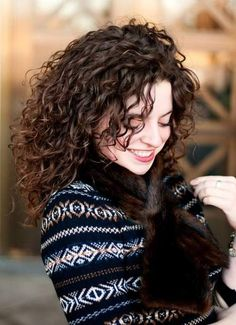 38 Ideas for hair color curly brown natural curls hairstyles Curly Hair With Bangs, Colored Curly Hair, Curly Hair Care, Curly Hair Styles, Natural Hair Styles, Curly Girl, Wavy Hair, Short Hair, Curls Hair