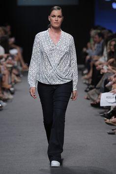 Elena Miró Prêt à Porter Primavera/Verano 2016 Cool Style, My Style, Plus Size Fashion, Curvy, Cute Outfits, Stylish, Lady, Blouse, Womens Fashion