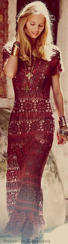 bonito vestido comprido em crochet bordeux