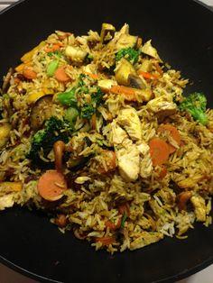 Indisk rispanderet med kylling og grøntsager