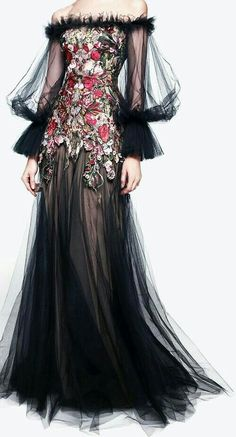 Amazingly large selection of Alexander Mcqueen dresses - . Amazingly large selection of Alexander Mcqueen dresses - Alexander Mcqueen Kleider, Alexandre Mcqueen, Alexander Mcqueen Couture, Steve Mcqueen, Dior Haute Couture, Couture Fashion, Runway Fashion, Look Fashion, Victorian Dresses
