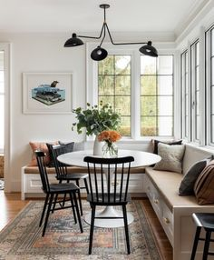 Want to change your living room? Before committing the irreparable, discover the pitfalls to avoid in the layout of the living room. Decor, Dining Room Design, Furniture, Interior, New Homes, Dining Nook, Dining Room Decor, Home Decor, House Interior